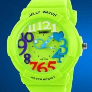 Часы с разноцветными цифрами зеленые