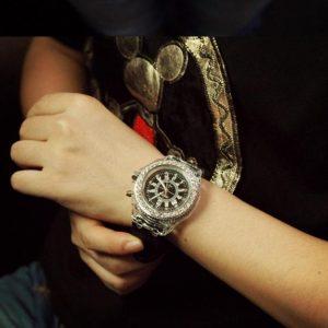 Часы с светодиодной цветной подсветкой белые
