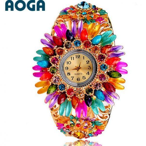 Часы с разноцветными кристаллами