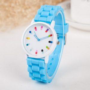 Часы с таблетками и синим браслетом