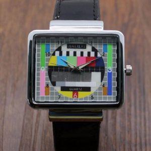 Часы с телевизионной заставкой