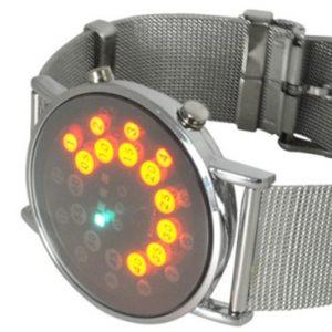 Часы с красной подсветкой часов и минут