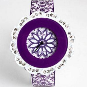 Часы в форме цветка фиолетовые