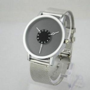 Часы с дисковыми стрелками черные