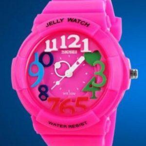 Часы с разноцветными цифрами розовые