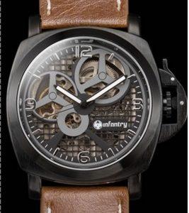 Часы механические с циферблатом в решетку